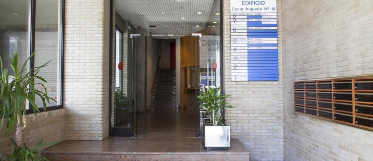 Entrada edificio oficinas Cesar Augusto 14, Zaragoza
