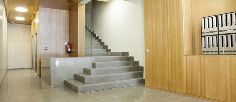 Entrada edificio oficinas Coso 15, Zaragoza